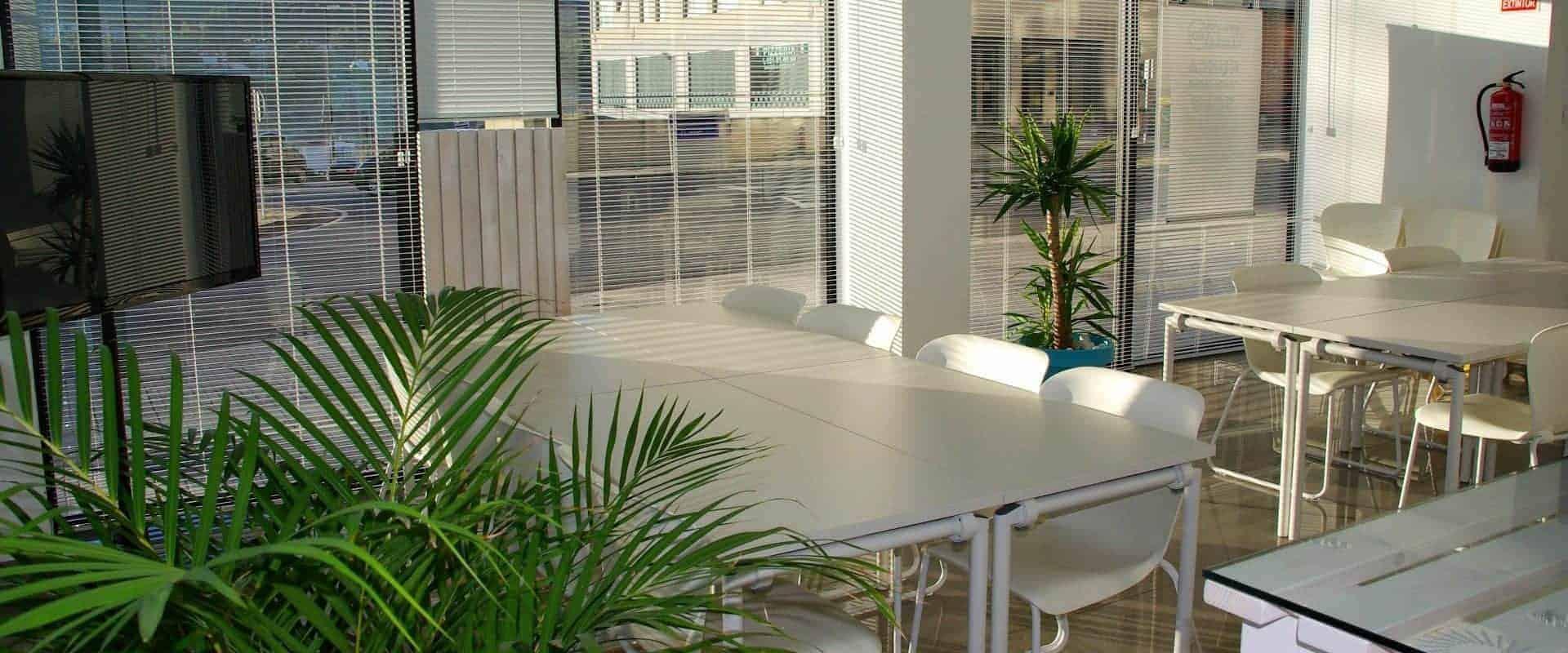 Arredamento sala bologna l 39 ufficio oscard business for Arredamento bologna